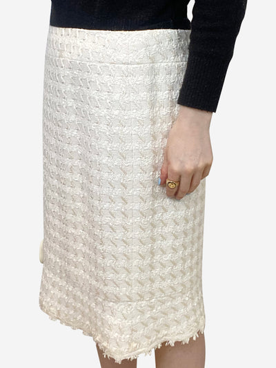 Cream houndstooth pencil skirt with mother of pearl logo - size FR 40