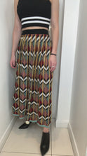 Load and play video in Gallery viewer, Multi coloured printed skirt in knit - size S