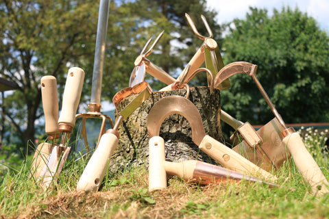 What are the benefits of using bronze garden tools?