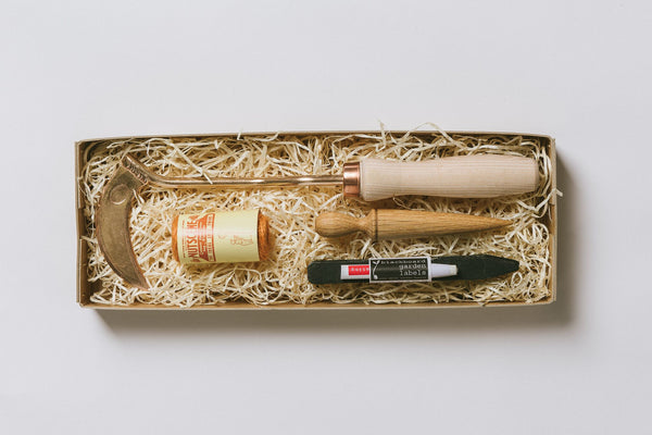 No. 3 Gardener's Gift Set - Bronze Hand Hoe, Labels, Twine and Dibber