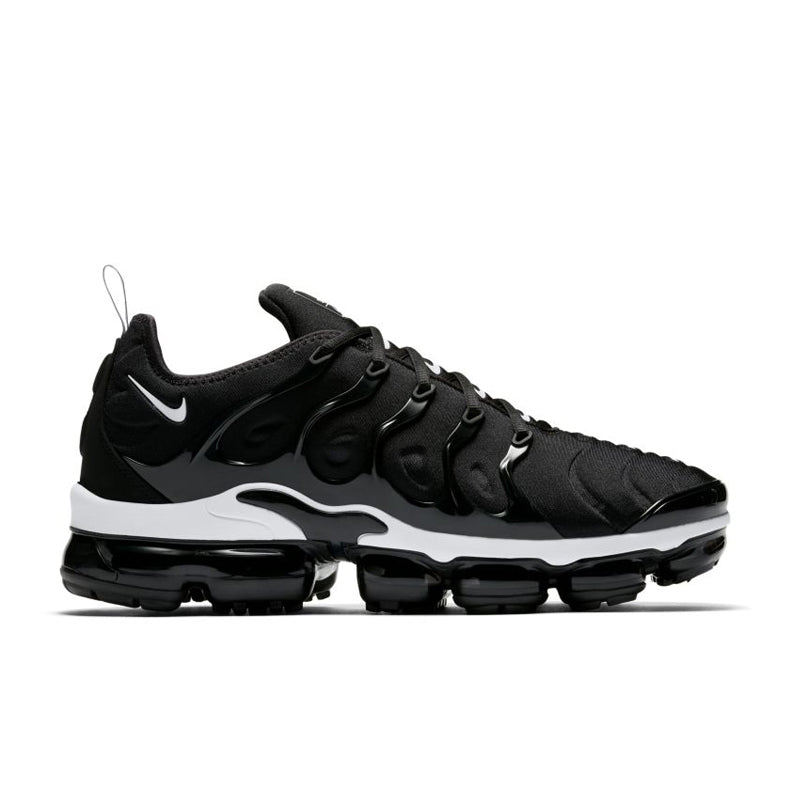 nike air vapormax black and white