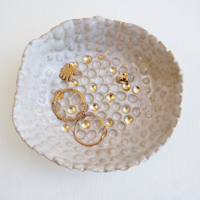 HANDMADE WHITE AND GOLD LEAF CERAMIC RING DISH WITH SPOT DESIGN