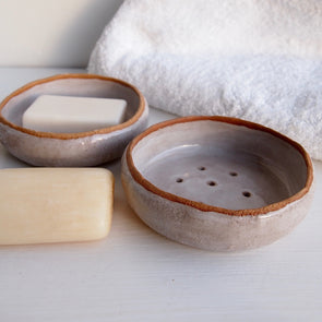 2 oatmeal gloss soap dishes