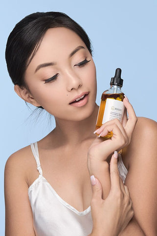 Women holding Amaki facial oil
