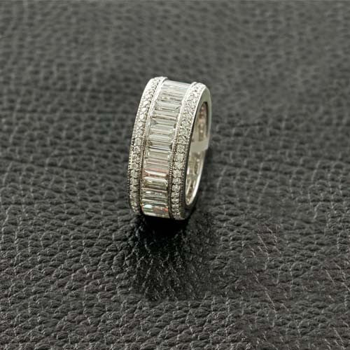 Round & Baguette Diamond Wedding Band Ring