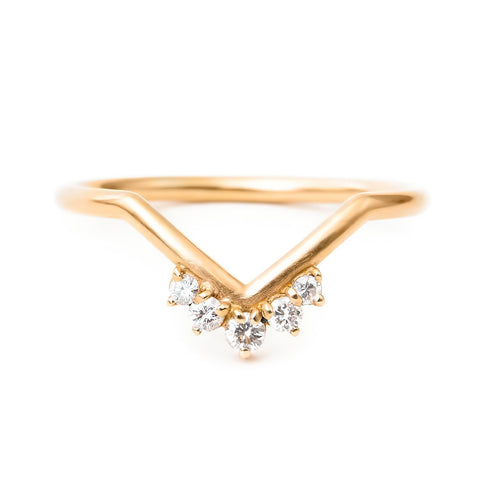 Chevron crown contour diamond band