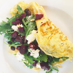 Omelette with beetroot, rocket and ricotta