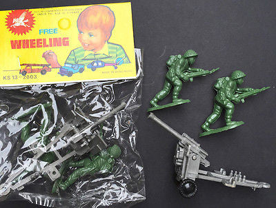 1970s in ORIGINAL PKT- 2 Toy Soldiers & Field Gun