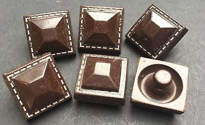 6 Vintage Chocolate Buttons (NOT really Chocolate....) 1.5cm wide.