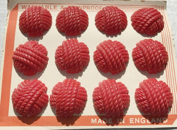 1940s Red Catalin Woven Thread 2.2cm Buttons -12 on Display Card