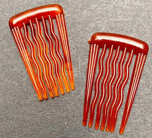 "Pair of Little 1"" / 2.3cm Vintage Hair Combs. with Waved Teeth.. Small But Effective !"