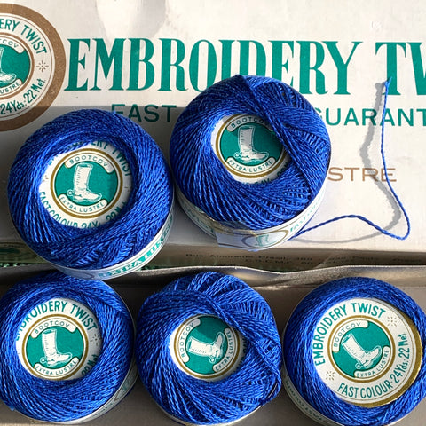 Vintage Bright Blue Extra Lustre Cotton Embroidery or Darning Thread 10 balls x 22m (21)