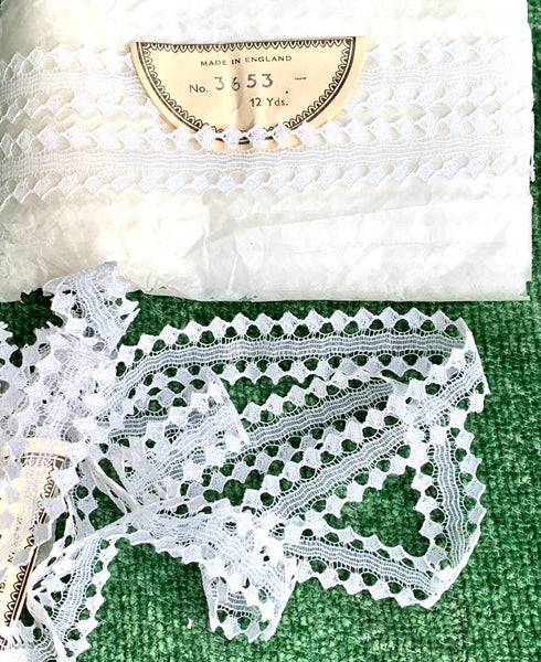 12 Yds Unusual Vintage Made in England 2cm White Lace Trim