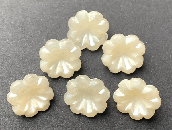 6 Creamy White Vintage Flower Buttons -1.2cm wide