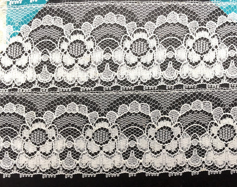 12 yds of 4cm wide Gorgeous Vintage English Flowery Lace Trim