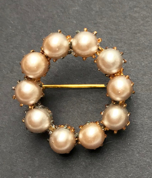 Lovely Little Vintage 3cm Goldtone & Faux Pearl Brooch