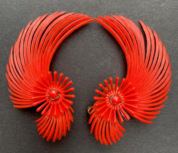 Exuberant 1950s clip on Earrings
