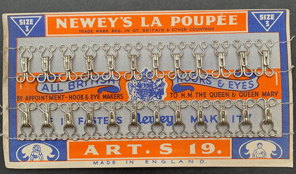 1940s NEWEYS LA POUPEE size 3 HOOKS & EYES with dolls.