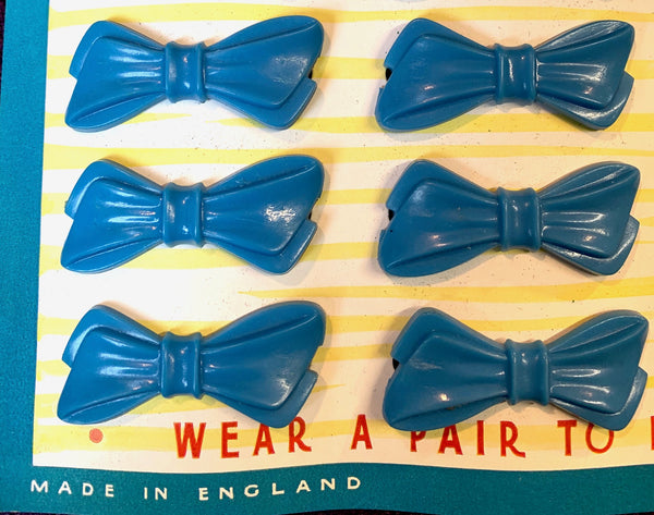 Delightful 1940s Shop Display Card of 36 Blue Bow Hair Clips
