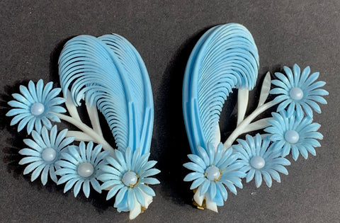 Soul Calming Blue and White Feathers and Flowers 1950s Clip-On Earrings