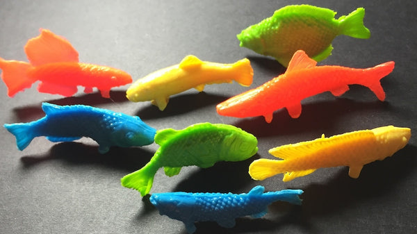 Very Essential Vintage Plastic Fish... 8 of them...All different !