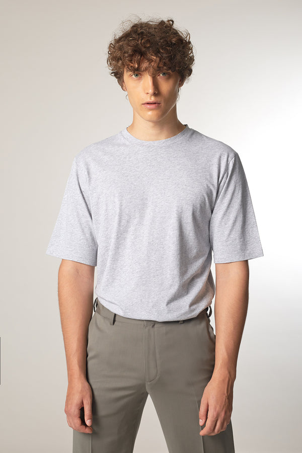 ICONIC T-Shirt in Biobaumwolle light grey Passform slimfit vordere Ansicht
