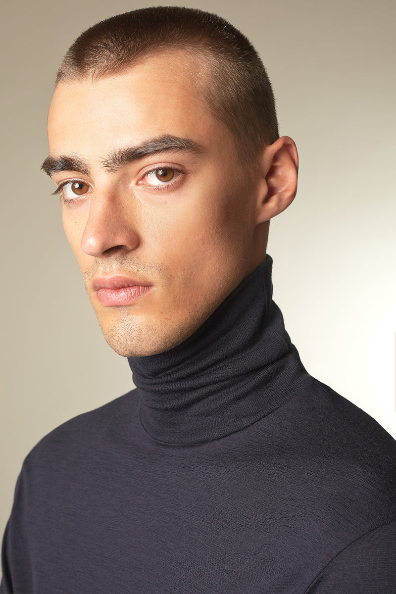 COVER Langarmshirt in Merino midnight Passform slimfit Detail Ansicht
