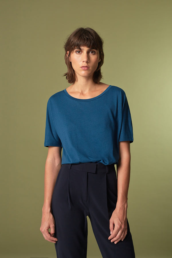 BATTY T-shirt in Tencel blau Passform relaxed vordere Ansicht