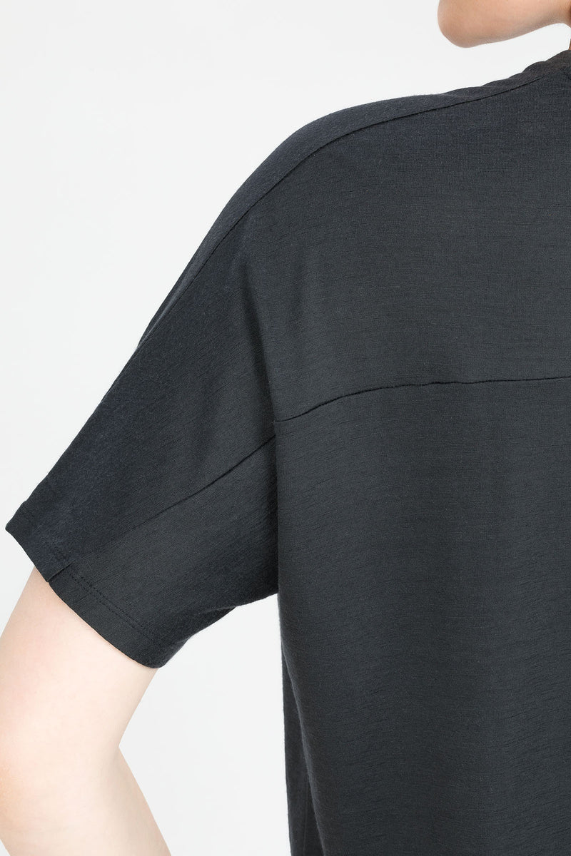 AMAZE T-Shirt in Merino grau graphite anthrazit Passform relaxed detail Ansicht