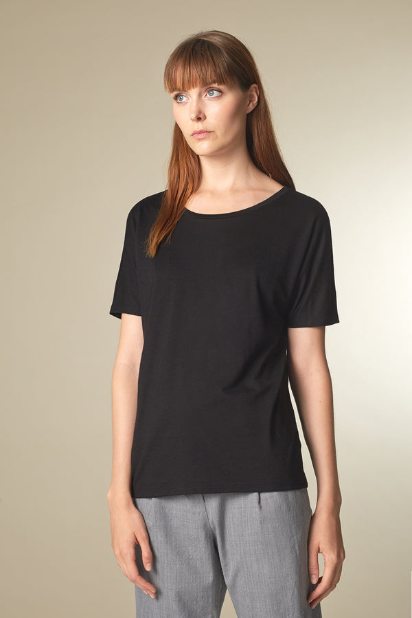 BATTY T-shirt in Merino-Tencel schwarz Passform relaxed vordere Ansicht