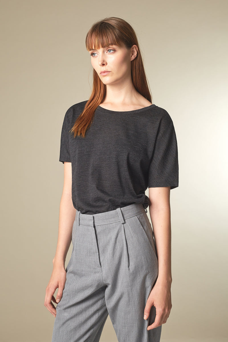 BATTY T-shirt in Merino grau Passform relaxed vordere Ansicht