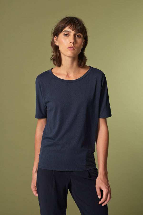 BATTY T-shirt in Tencel navy blau Passform relaxed vordere Ansicht