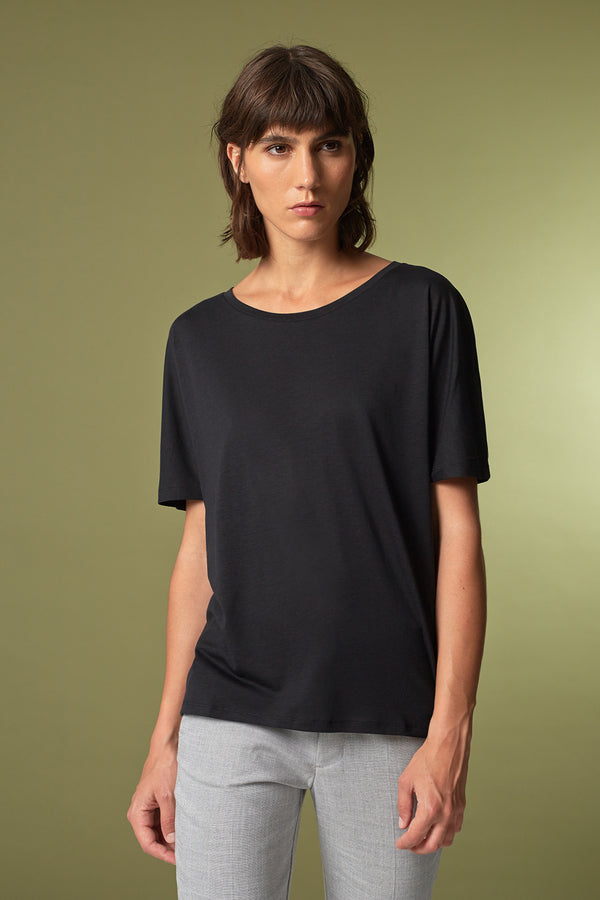 BATTY T-shirt in Tencel schwarz Passform relaxed vordere Ansicht