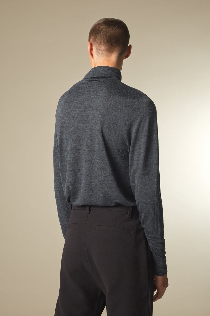 COVER Langarmshirt in Merino TENCEL™ dark grey Passform slimfit hintere Ansicht