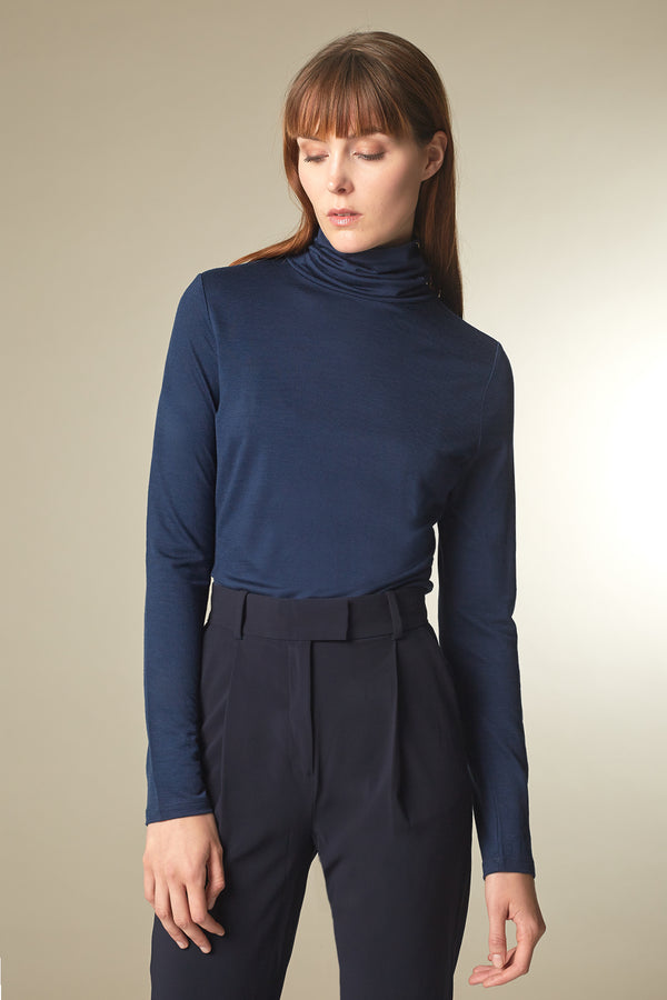 DELIGHT Rollkragenshirt in Merino TENCEL™ navy Passform relaxed fit vordere Ansicht
