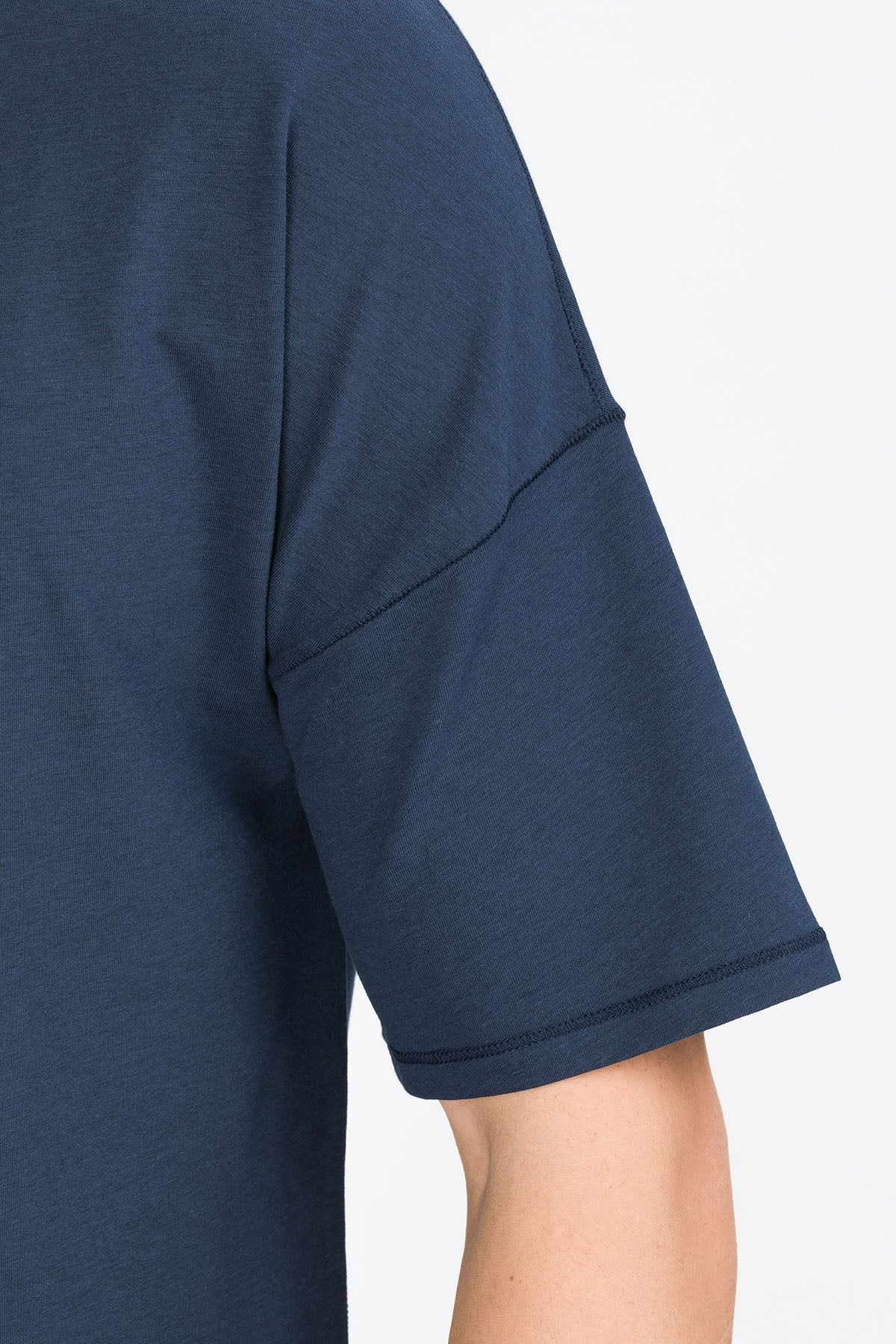 RECHARGER T-Shirt in SeaCell navy Passform relaxed detail Ansicht