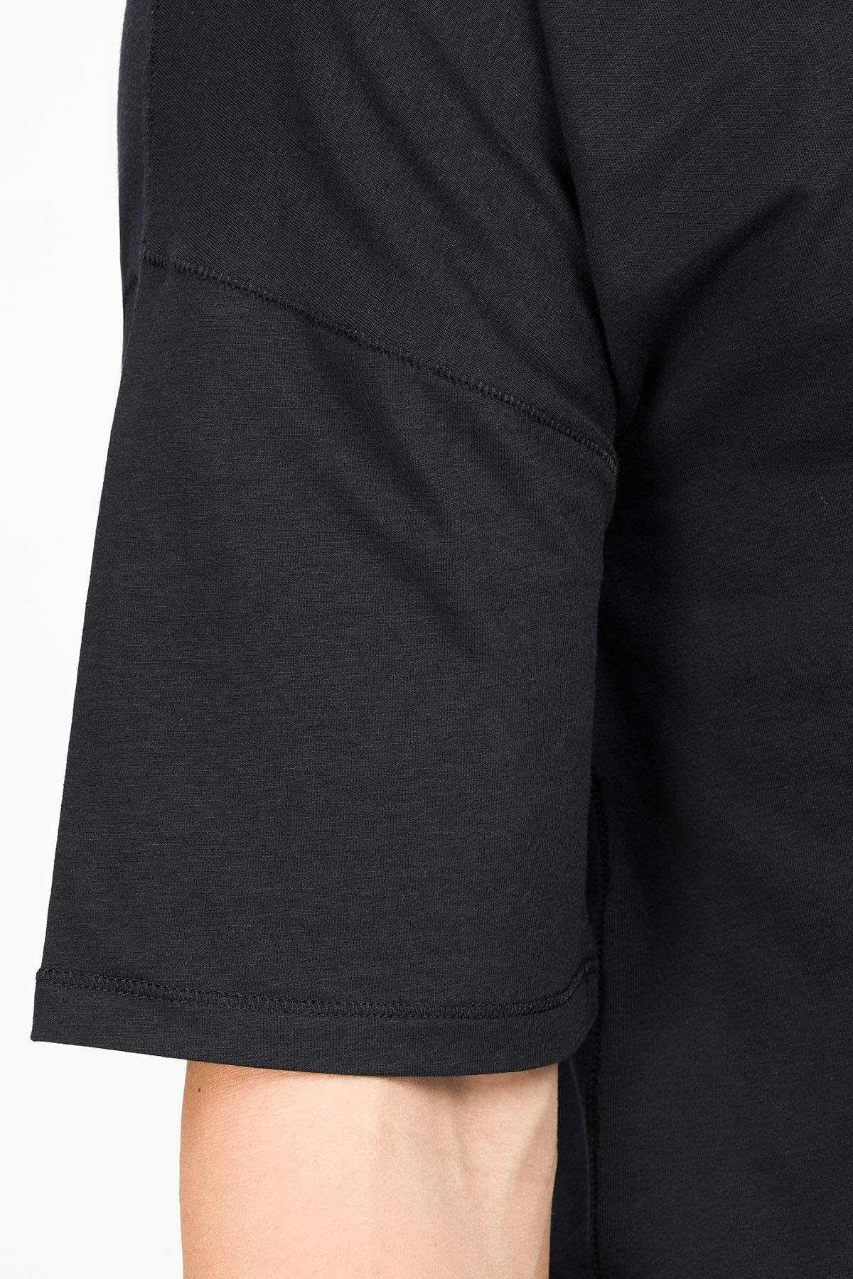 RECHARGER T-Shirt in SeaCell schwarz Passform relaxed detail Ansicht
