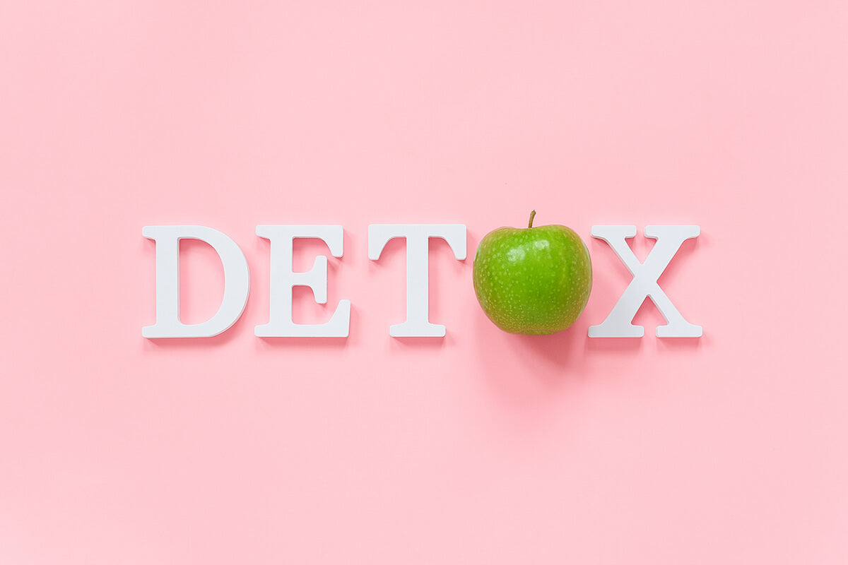 """""""Detox"""" spelled out with an apple in place of the """"o"""""""