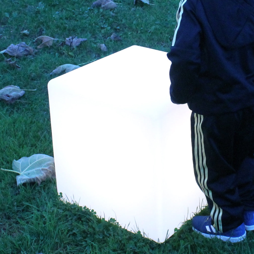 outdoor lit cube, lighting up garden furniture, outdoor cube, contemporary outdoor lighting, sturdy outdoor light, poolside lamp, cube light extrerior,