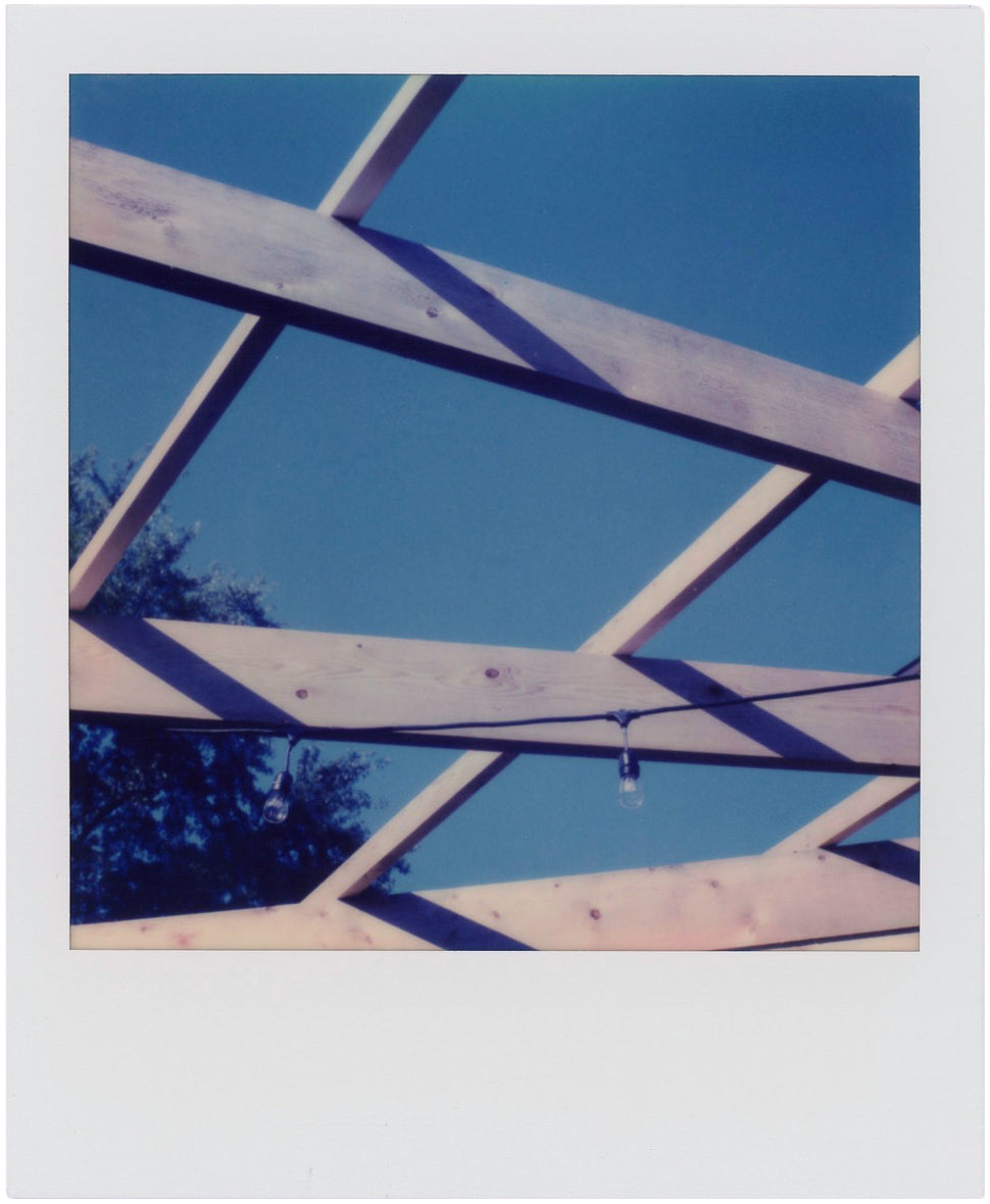 Polaroid with no blue lightning