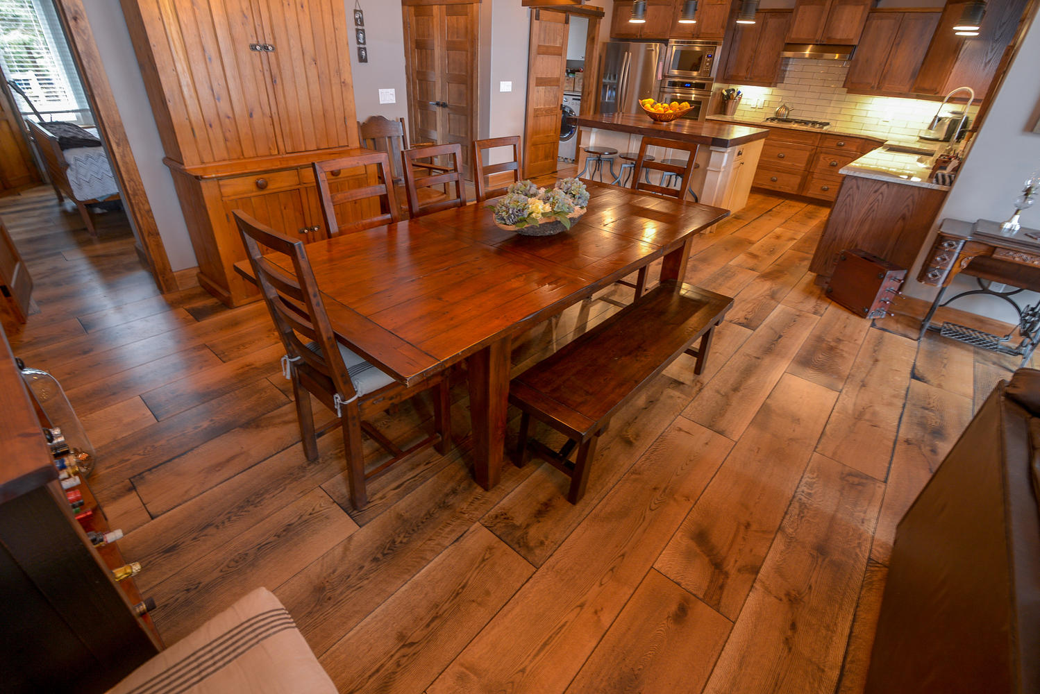 Pictures and photos of Wide plank white oak flooring