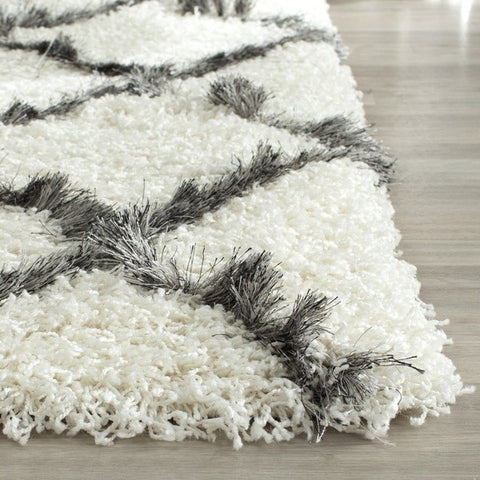 Fluffy Gray And White Rug To Accessorize Farmstyle Coffee Table