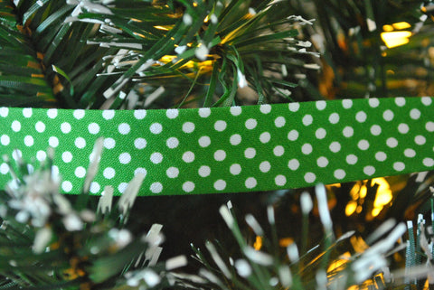 Green with White Spot Bias Binding - The Christmas Fabric Shop - 1