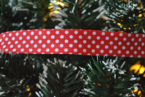Red with White Spot Bias Binding - The Christmas Fabric Shop - 1
