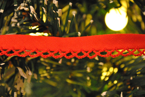 Red Lace Edge Bias Binding - The Christmas Fabric Shop - 1