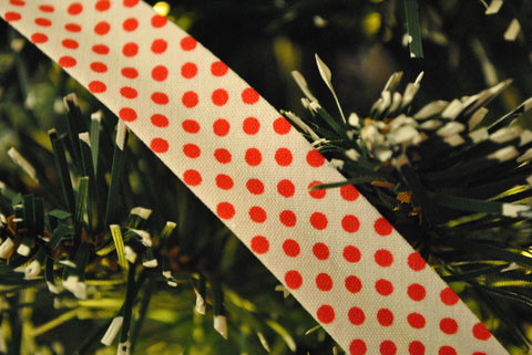 White with Red Polka Dots Bias Binding - The Christmas Fabric Shop - 1