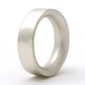 Simple sterling silver comfort fit ring