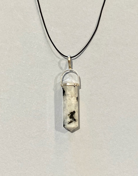 MOONSTONE - RAINBOW PENDANT - D.T. POINT