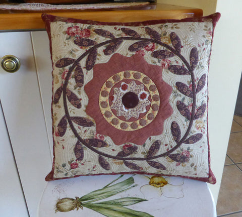 Wreath Cushion Pattern | Sharon Keightley Quilts