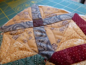 Quilting on Whirly Gig Table Mat